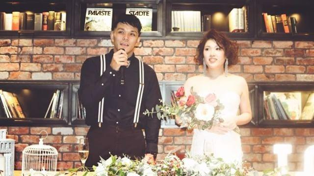 ❈❈❈曲が流れます⚠️ ✫ wedding report 11 ✫ (友人) 式・披露宴picはマツガシタさんデータを待つとして…✨ 二次会のpicをちょこちょこアップ 二次会はガラッと雰囲気を変えて、minakoさん(@mo_hwd0214)からバトンしていただいたドレス、バッサリのヘアスタイル、オスカーのイヤリング、前撮りにとDIYしたブーケで、大人っぽさが出るようにしてみたつもり… ・ ♩入場 Change/T-pain(feat.Akon,Diddy,Mary J Blige) ・ ・ 始まりの挨拶は、当日スピーチ続きだった彼も、友人だけの二次会になるとリラックスして喋れてました⋆* ・ #yuw_havin1015 #結婚式 #bigday #卒花 #二次会 #ウェディングブーケ #結婚式DIY #結婚式アイテム #オスカーデラレンタ #ブライダルアクセサリー #theplacekobe #2016秋婚 #2016wedding #marry花嫁