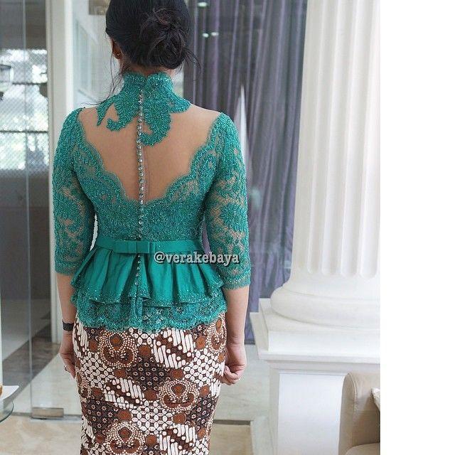 Details... #kebaya #partydress #fitting #backdetails #lace #batik #beads #swarovskicrystals #handmade #verakebaya ❤️