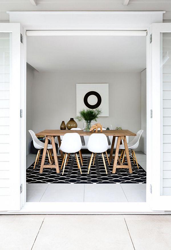 Comedor moderno | Mesa con caballetes, simple | Sillas con madera | Luminoso