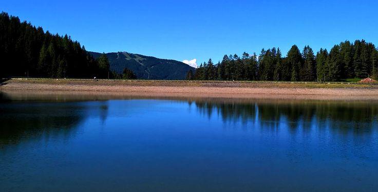Le piste del Monte Altissimo, viste dal lago di Lova