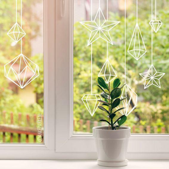 Wil je mooie papieren decoratie voor je raam hangen, maar geen zin om te gaan vouwen? Dan is deze raamtekening dé oplossing. Geen knutselkunde voor nodig! Geschikt alledaags gebruik, maar ook leuk als decoratie bij een feestje of feestdagen.