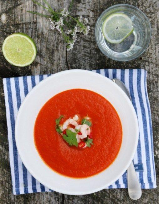 Tomatsuppe med chili, lime og reker