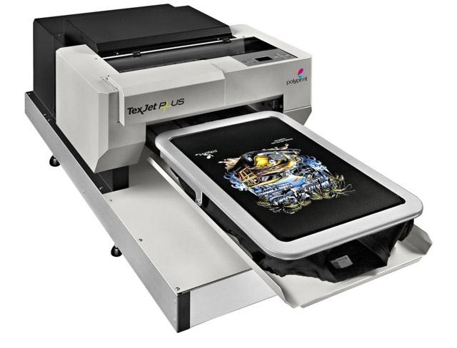 Impresora Textil Texjet Plus:  - Impresión de tamaño 42x60 cm  - Velocidad de impresión alta calidad  de hasta 40 camisetas blancas por hora, hasta 15 camisetas oscuras por hora  - Resolución máxima de 2880x1440dpi  - Altura de la cabeza hasta 2,5 cm seajusta automáticamente  - Tintas de pigmento textil con excelente facilidad de lavado, el rendimiento en el cabezal de impresión y colores vivos  - Bajo coste de impresión