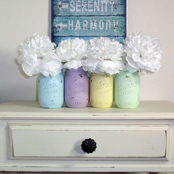 #Easter #Decor: Pastels and mason jars. Country chic!