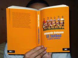 """* * """"El fútbol a sol y sombra"""" En este libro sorprendente, Eduardo Galeano, uno de los mejores escritores uruguayos actuales nos hace el regalo de una divertidísima historia del futbol diseminada en cápsulas breves, en las que saltan cientos de anécdotas, recuerdos y consideraciones llenas de humor y de ironía"""