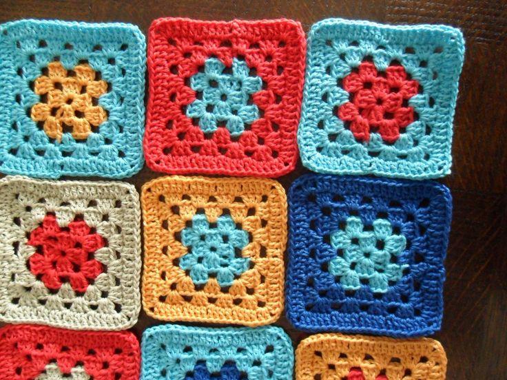 Patroon om snel en eenvoudig een vierkant, granny, te haken. Met veel vierkante grannies kan je een babydekentje, een sprei, een kussenhoes, ja zelfs ...