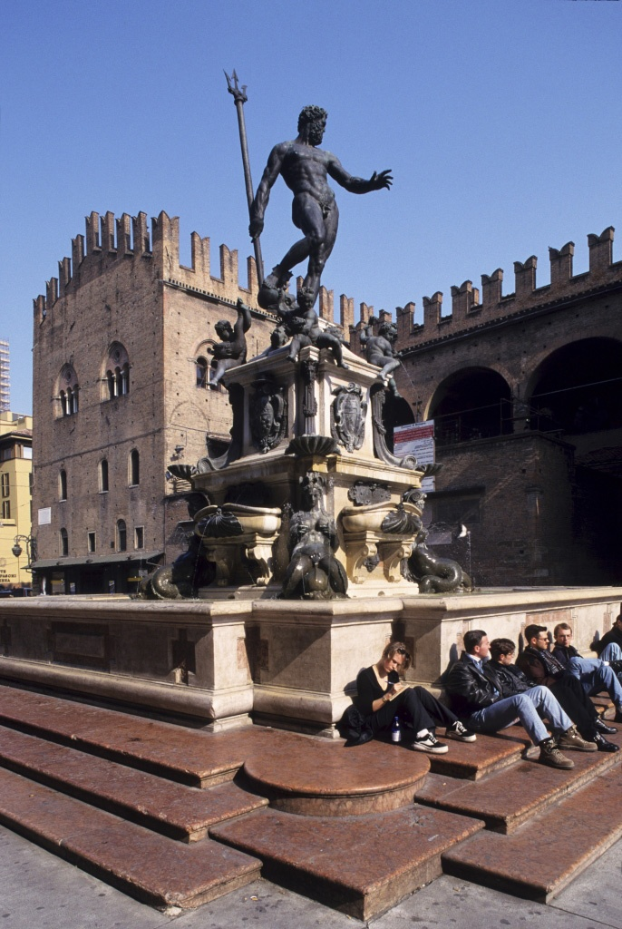 Bologna-Nettuno - Palazzo d'Accursio, one of the most interesting fountains in Italy