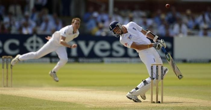 England's Steven Finn avoids a bouncer bowled by South Africa's Dale Steyn (L) during the third test match at Lord's in London August 18, 2012.  REUTERS/Philip Brown