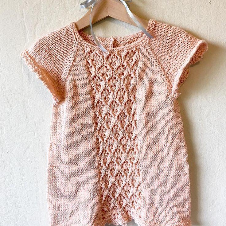 «A top for my daughter Ellie. My own design - no pattern.// Top strikket til min datter Ellie. Eget design - ingen opskrift. Strikket i Cottonwool fra…»