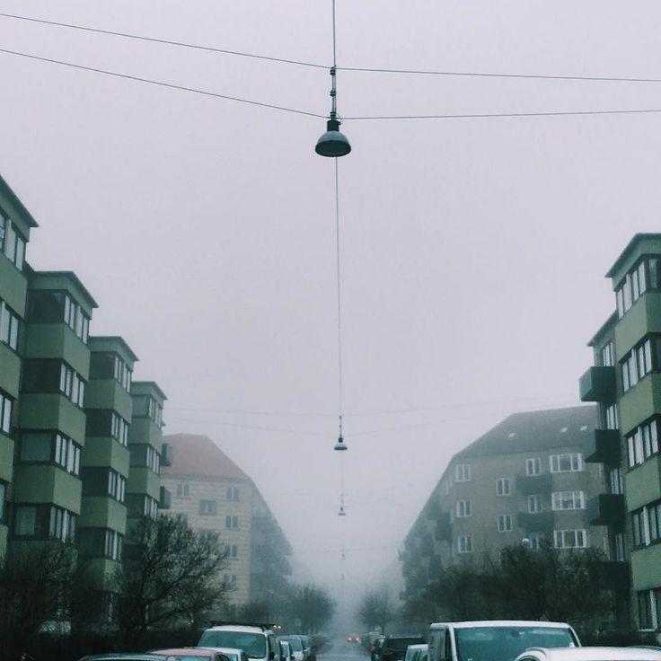 Another misty day in #copenhagen  #citylife #beautiful #misty #copenhagenlife #gray #picoftheday #photooftheday #sydhavnen #street #streetlights
