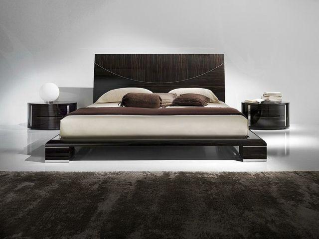 un cadre de lit avec un design unique