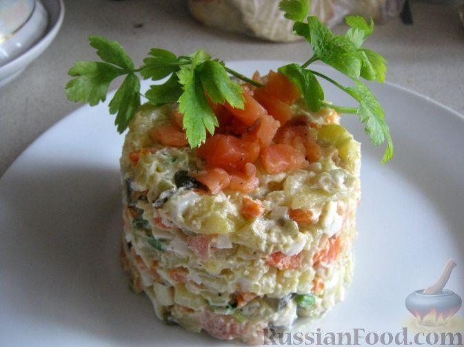 Фото приготовления рецепта: Салат с семгой «Министерский» - шаг №12