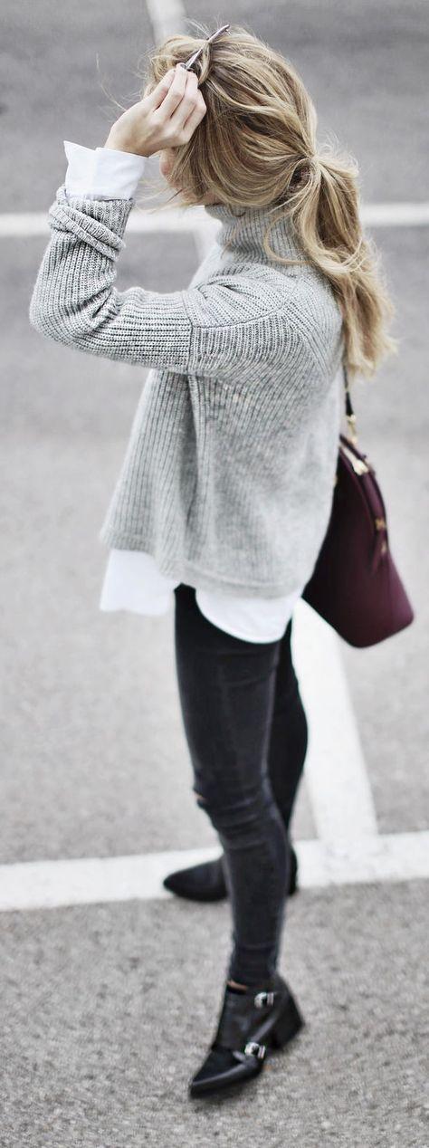 grauer Strick Rollkragenpullover, weißes Businesshemd, schwarze enge Jeans, schwarze Leder Stiefeletten für Damen