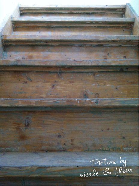 17 beste idee n over hout trapleuningen op pinterest trapleuningen trap leuning en leuningen - Geschilderde houten trap ...