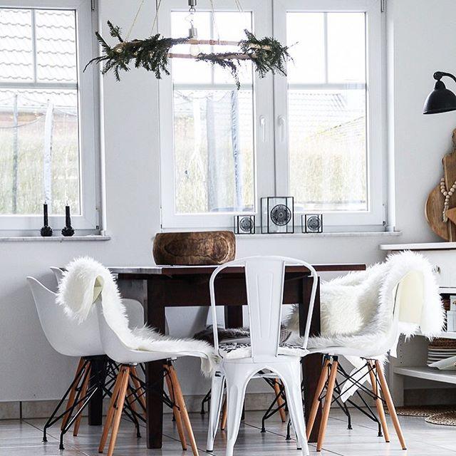 A wonderful good morning out of my kitchen! The weekend is near, so don't worry about the last hours of work! 😉✌🏻 . . Ein fröhliches guten Morgen aus meiner Küche! Das Wochenende ist zum Greifen nah! Also noch schnell ein paar Stündchen arbeiten und dann 💃🏼💃🏼 . . . . . #lady_stil #nordikspace #scandiboho #hyggeliving #bohointerior #solebich #germaninteriorbloggers #immyandindi #boholiving #interior4all_mostliked #interiorblogger #interior4all #interiørmagasinet #wohnideen #cozyevening…