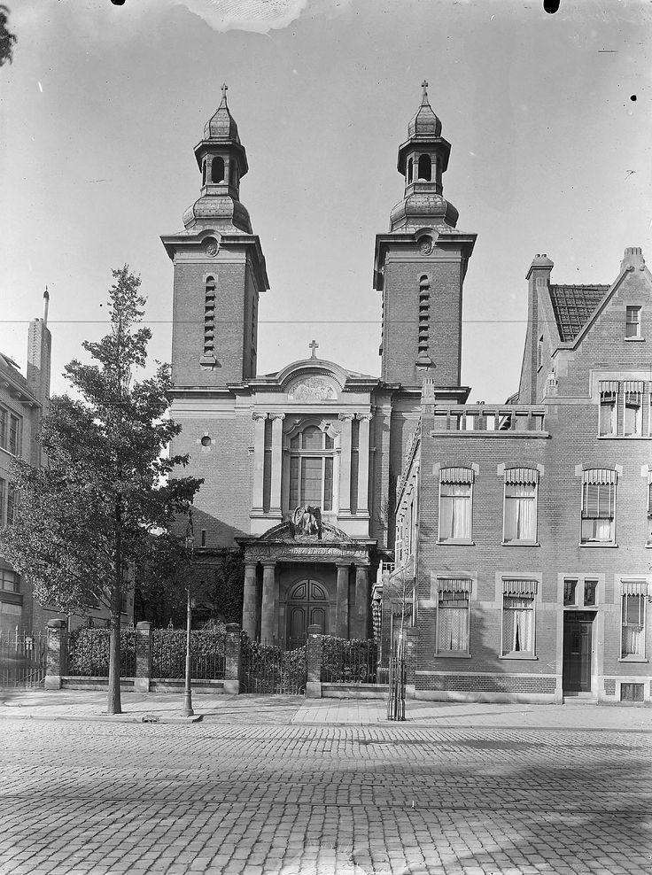 Rotterdam: Oud-katholieke kerk van de Heilige Petrus en de Heilige Paulus