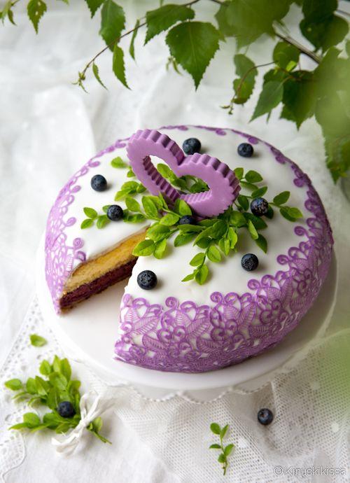 Mustikka-valkosuklaakakku #kakku #resepti #leivonta #koristelu