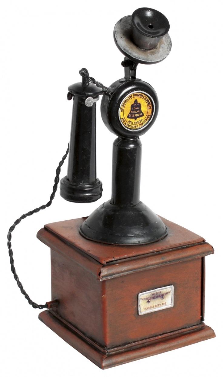 Machetă de telefon ''Retro'', obiect decorativ fără rol funcţional. Copie fidelă a modelelor de început, acest telefon nu va suna, dar poate decora cu succes interiorul locuinţei amatorului de vintage.