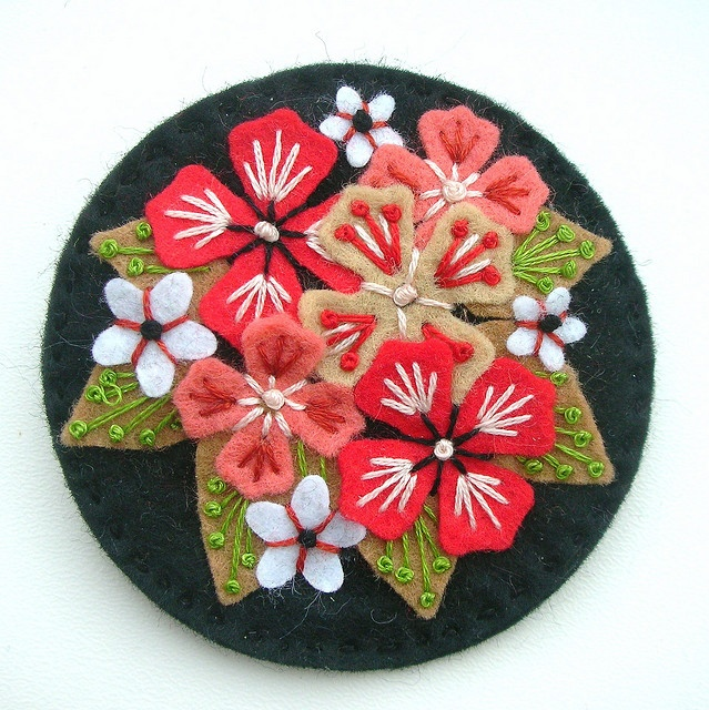 Beautiful hydrangea embroidery with felt.  My favorite flower