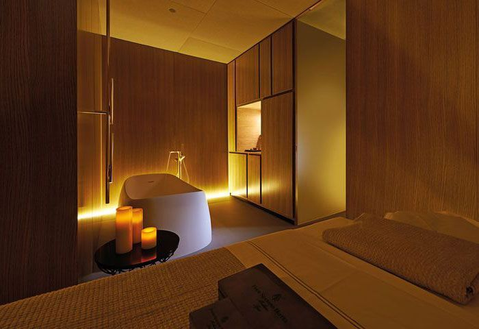 Spa at four seasons milano is furnish with wood cream and for Element decoration salon