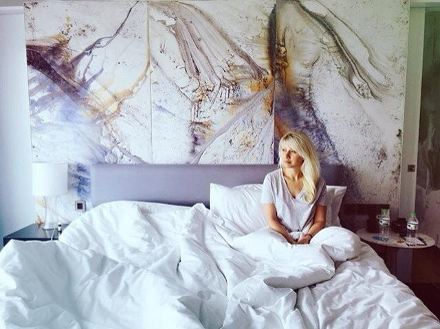 Having an #artistic shot in an #artistic room. Let's capture the most of your #creative stay with #lemeridiensaigon! #📷 by @annaxorosh  #unlockart #creativeminded #curioustraveller #innovative #contemporary #chic #posinginbed #travelinstyle #travellife #hotellife #wanderlust #lemeridien #saigon #hcmc
