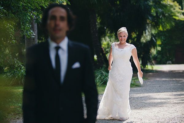 first look // photo: nina milani http://weddingwonderland.it/2015/03/matrimonio-fucsia-torino.html