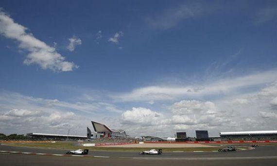 Jaguar Land Rover рассматривает британскую гоночную трассу как будущую новую штаб-квартиру | Новости автомира на dealerON.ru