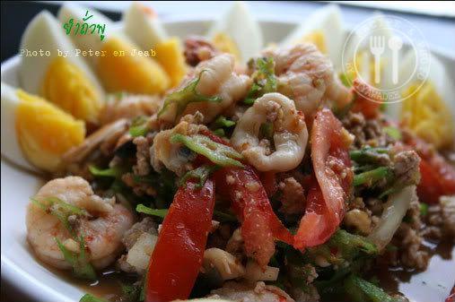 Thaise recepten van Piyawadee: Pikante Thaise salade van gevleugelde bonen varkensgehakt en zeevruchtencocktail : Jam Tua-Phoe