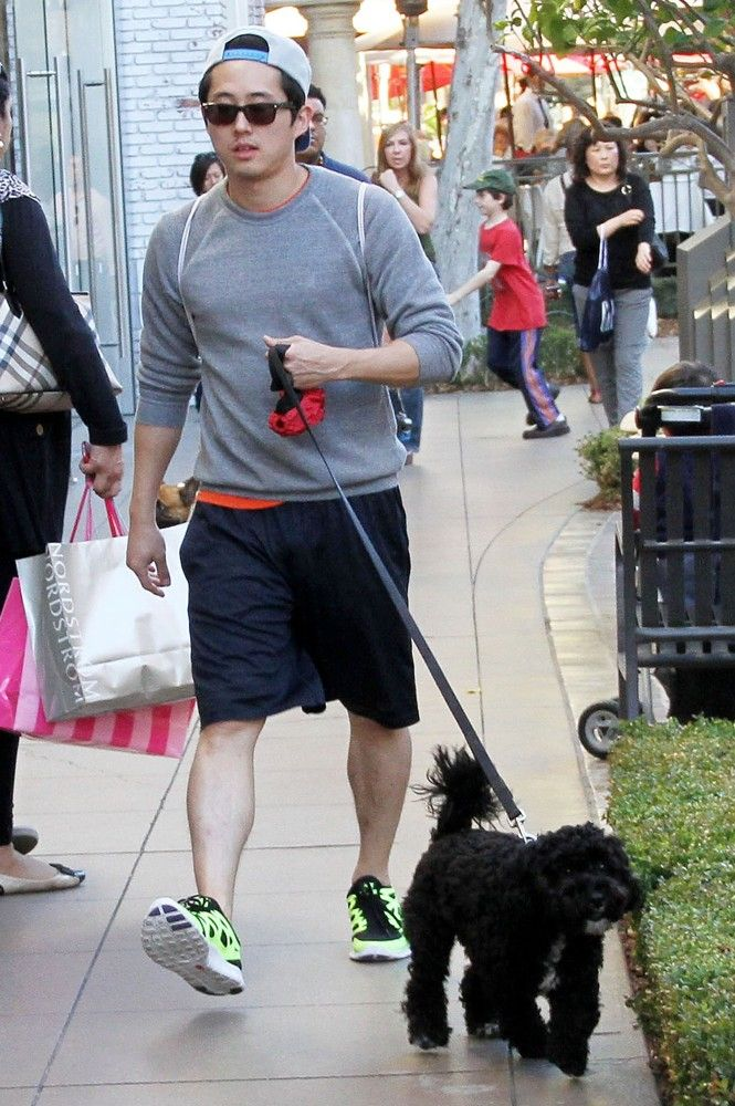 I love Steven Yuen even more now that I have seen him with his fuzzy little dog ❤️