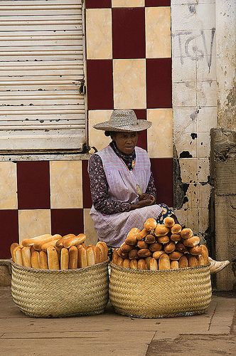 """This bread vendor in Antisirabe shows the influence of the French culture. Bread, including the commonly known """"French bread loaf"""", is a major component in the Madagascar cuisine."""