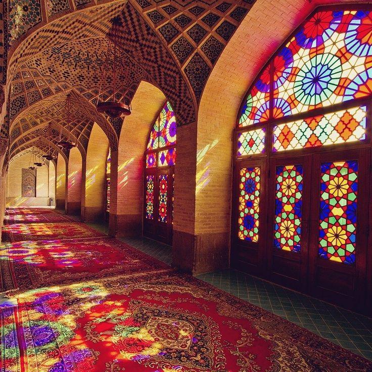 O Globo Repórter desta sexta-feira vai levar você para um dos países mais incríveis (e de povo mais querido) do mundo: o Irã. Mas se você não quiser esperar é só ir lá no Sunday.   (Foto do nosso colunista @gabebritto.) . . . #iran #irã #ira #shiraz #nasirolmolk #mosque #mesquita #persia #middleeast #arquitetura #architecture #colours #colors #stainedglass #travel #travelblogger #travelgram #travelphotography #instatravel #wanderlust #travelblog #traveltheworld #travelpics #travelphoto…