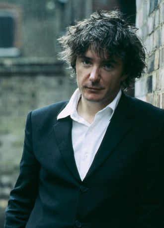 Cal quite likes the jeans/shirt/casual jacket thing that Dylan Moran does. Have to agree - it'd suited him.