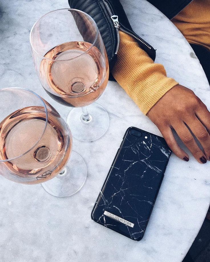 iDeal Of Sweden Fashion Case 'Black Marble' pic by: @mathildachristina #idealofsweden #iphone #phonecase #black #marble #wine #inspo