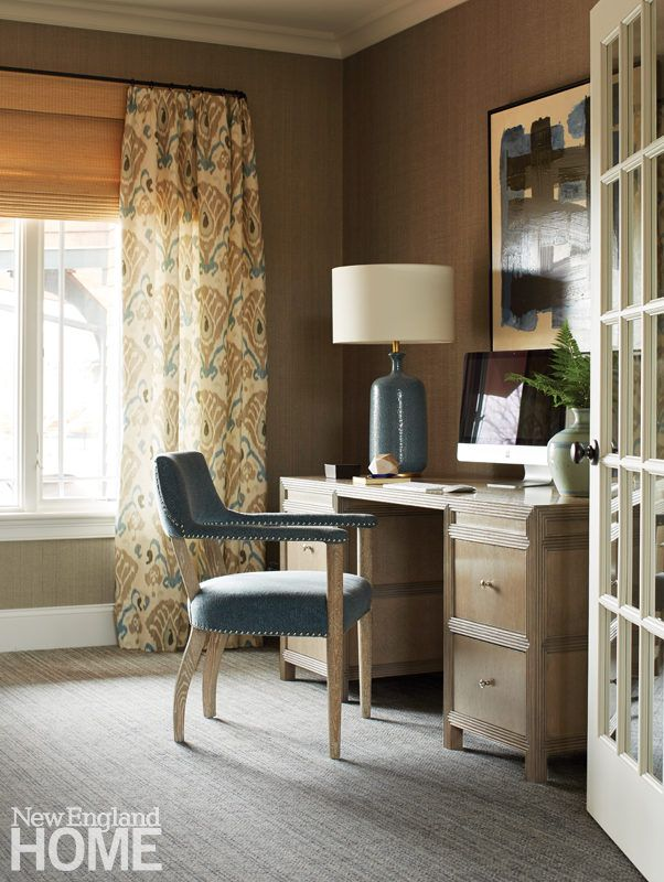 """The library's midcentury-style table lamp, modern artwork, and tribal touches confirm that De Bastiani is a skilled mixer. """"Designers don't stick to just one style anymore,"""" he opines. """"It looks way too calculated."""""""