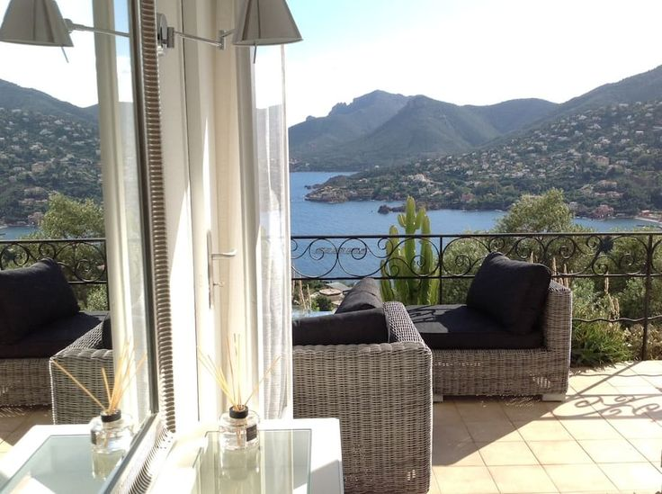 House in Théoule-sur-Mer, France. Welcome at villa Vapeno, in Théoule sur Mer, one of the most beautiful village of French Riviera and near to Cannes. We are on the Estérel massif, a beautiful wild landscape with a breathtaking view on the Mediterranean sea.  Very calm and beautif...