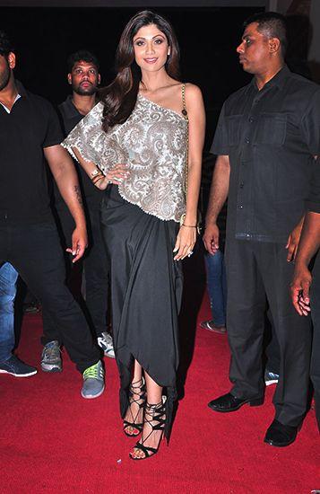 Shilpa Shetty in Anamika Khanna. Thx Vogue.in