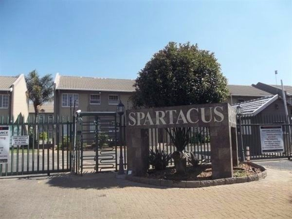 Safe and secure 3 bed apartment in Boksburg. Close to all amenities and schools. Newly painted and renovated. 24hr security and electric fencing. Pool and kids play area. Avail 1 May