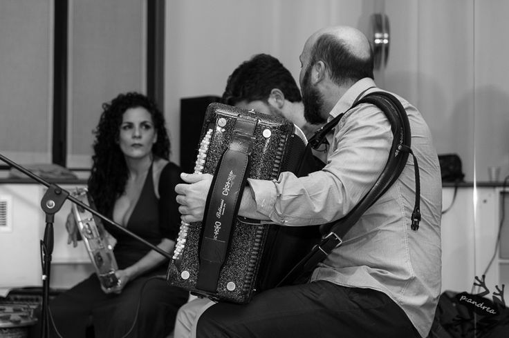 """serata del 4 novembre """"sere scalze"""" con #southbeat canto antico. info@spazioaries.it"""