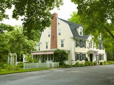 Old Lyme (CT) Bee And Thistle Inn Bed And Breakfast United States, North America Bee And Thistle Inn Bed And Breakfast is conveniently located in the popular Old Lyme area. Both business travelers and tourists can enjoy the hotel's facilities and services. Service-minded staff will welcome and guide you at the Bee And Thistle Inn Bed And Breakfast. Each guestroom is elegantly furnished and equipped with handy amenities. The hotel offers various recreational opportunities. Conv...