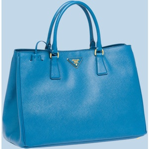 OMG..i want this bag! prada <3