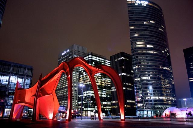 L'Araignée Rouge de Calder, La Défense