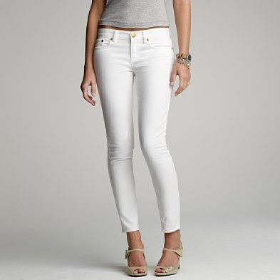 White jeans and grey tee.
