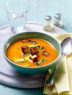 Unsere Low Carb Suppen enthalten die ideale Kombination für erfolgreiches Abnehmen: reichlich Eiweiß, wenige Kohlenhydrate, viele Ballaststoffe. ALLE REZEPTE >>>