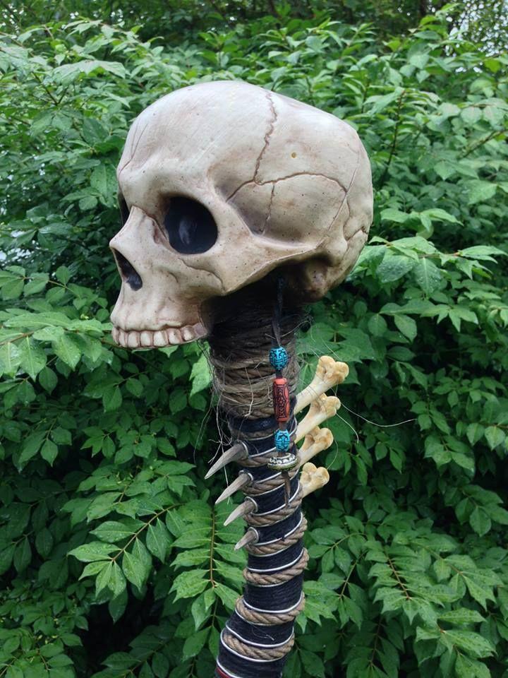 Halloween witch's or voodoo staff (Halloween Forum member Nightfisher)