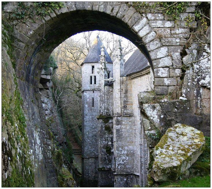 Par le trou de la serrure  : Ste Barbe - Le Faouet, Bretagne