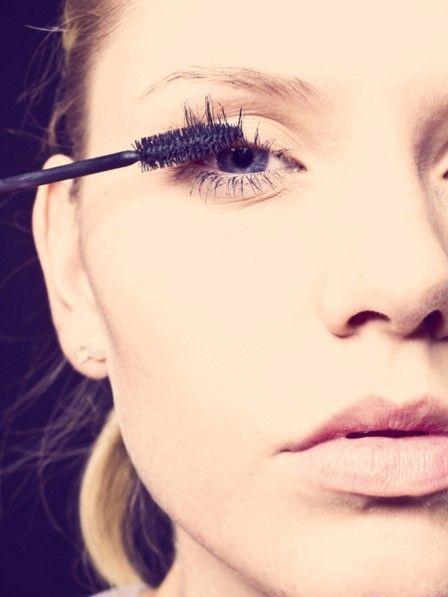 Wenn du mit deinen Wimpern nicht zufrieden bist, dann hilft dir vielleicht dieser einfache kleine Trick, den du ganz leicht in deine Morgenroutine einbauen kannst.