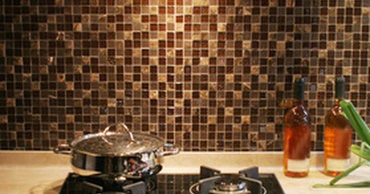 La altura ideal de una campana para una superficie de cocina superior. Es imprescindible instalar una campana a la distancia apropiada por encima de una superficie de cocción para asegurar una óptima seguridad, comodidad y eficacia en la cocina. Una campana que se encuentre demasiado cerca de la estufa presentará un peligro de incendio, mientras que una instalada demasiado alta es ineficaz.