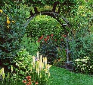 I love the look of an arched trellis gate vs. the traditional rectangular one!