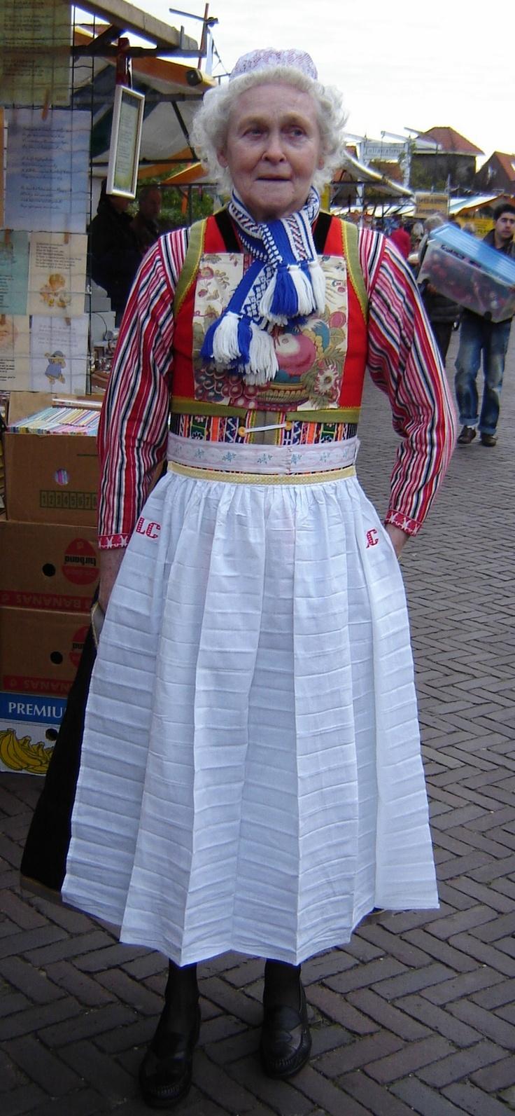 Iedereen in zijn mooiste kostuum #NoordHolland #marken