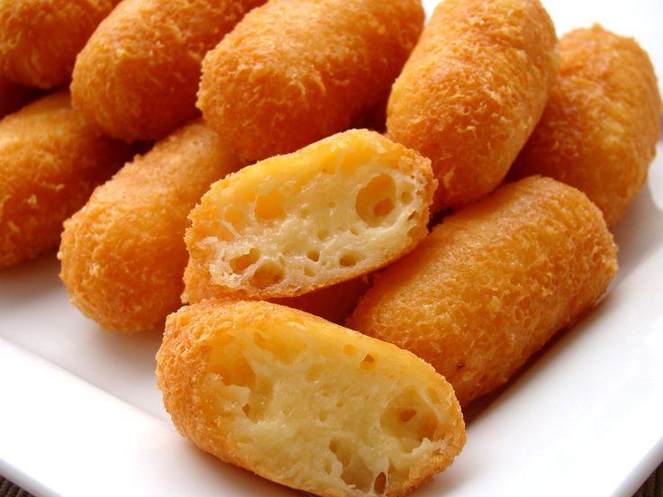 """Gyors sajtkrokett recept,  Hozzávalók 25   darabra: A krokethez 300 g sajt - trappista 1 db tojás (közepes, """"M""""-es méretű) 30 g búzaliszt (BL55) A kisütéshez étolaj"""